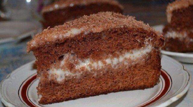 """Śmietankowo-czekoladowy tort """"Królewna śnieżka i 7 krasnoludków"""""""