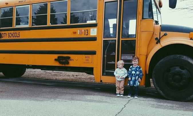 Inspirujące zdjęcia rodziny i jej oszałamiającego domu, przerobionego z autobusu