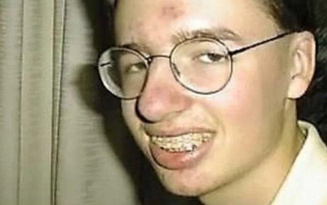 Wszyscy dokuczali mu w szkole z powodu jego wyglądu. Minęło 13 lat...! O szkolnych urazach czasami nigdy się nie zapomina