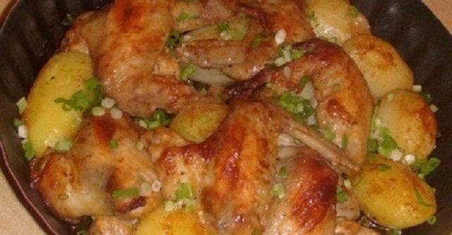 Przygotowanie najsmaczniejszych na świecie pieczonych skrzydełek z ziemniakami