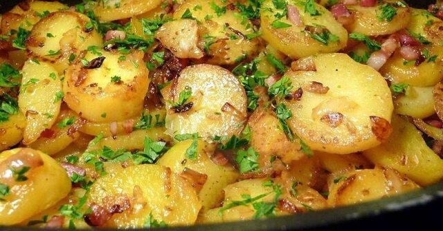Smażone ziemniaki z boczkiem