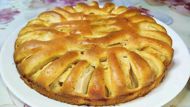 Aromatyczne ciasto jabłkowe do herbaty. Szybko i bardzo smacznie