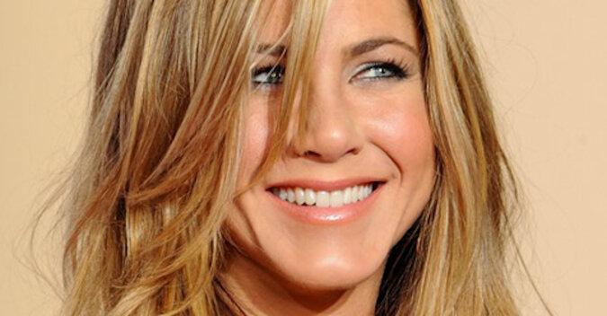 Najbardziej zwykłe dżinsy i lśniące włosy Jennifer Aniston
