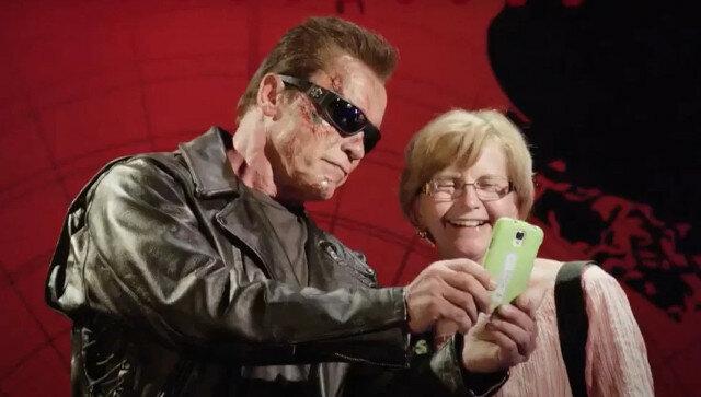 Film przedstawiający Arnolda Schwarzeneggera, który robił dowcipy ludziom na ulicy i śmiał się z siebie