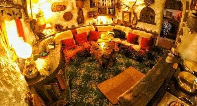 Fan twórczości Tolkiena własnoręcznie zbudował dom hobbita i mieszka w nim od 20 lat