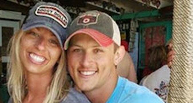 Para poprosiła o usunięcie mężczyzny z ich zdjęcia – zobacz rezultat