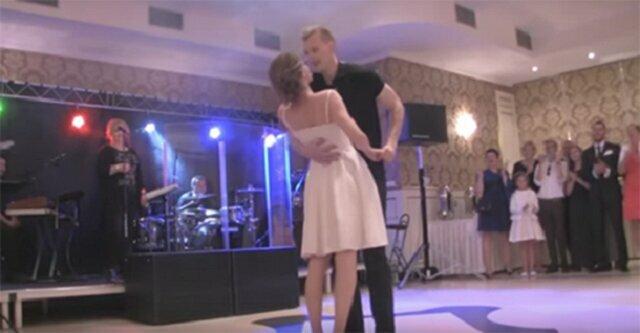 """Na swoim weselu zatańczyli układ z """"dirty dancing"""". Goście nie mogli przestać piszczeć z wrażenia"""