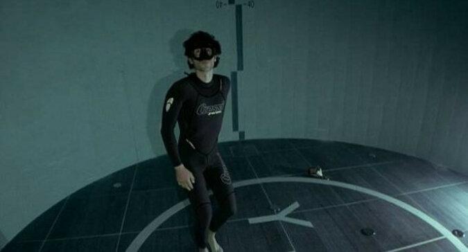 """Jak freediver potrafił """"podbić"""" najgłębszy basen na świecie: wideo"""