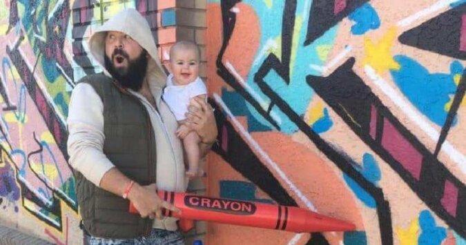 Tata robi śmieszne zdjęcia z córką i są po prostu bardzo urocze