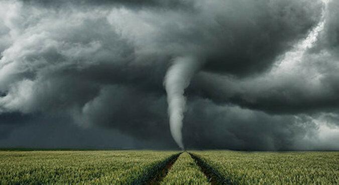 """""""O tym już nie da się zapomnieć"""": pilot szybowcowy trafił do wiru tornado i wszystko sfilmował"""