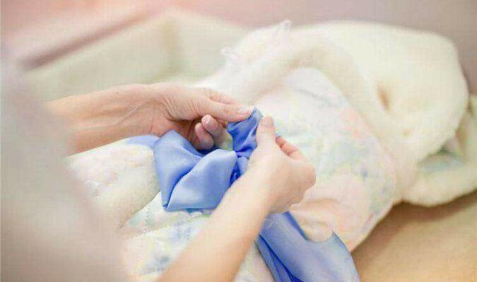 Po wypisaniu ze szpitala pielęgniarka oddała jej dziecko, kobieta od razu zrozumiała, że to jest cudze dziecko