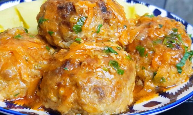 Soczyste i pyszne leniwe gołąbki z sosem w piekarniku. Niezwykle smaczne i sytne danie