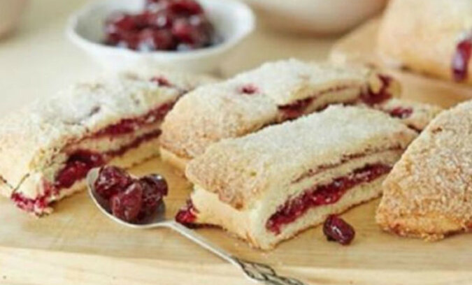 Piękne i aromatyczne wiśniowe ciasto